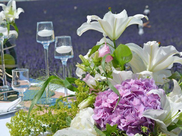 Le mariage de Vincent et Marine à Valensole, Alpes-de-Haute-Provence 18