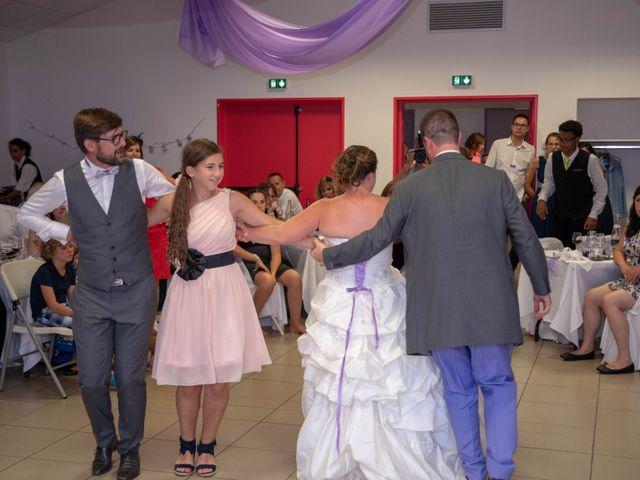 Le mariage de Valentin et Stéphanie à Pléaux, Cantal 5