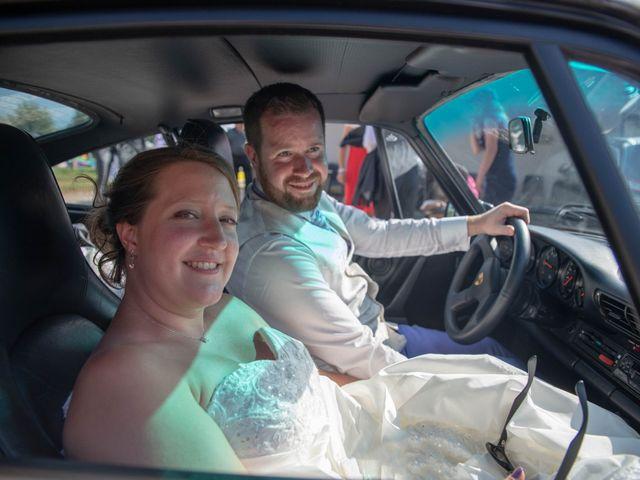 Le mariage de Valentin et Stéphanie à Pléaux, Cantal 20