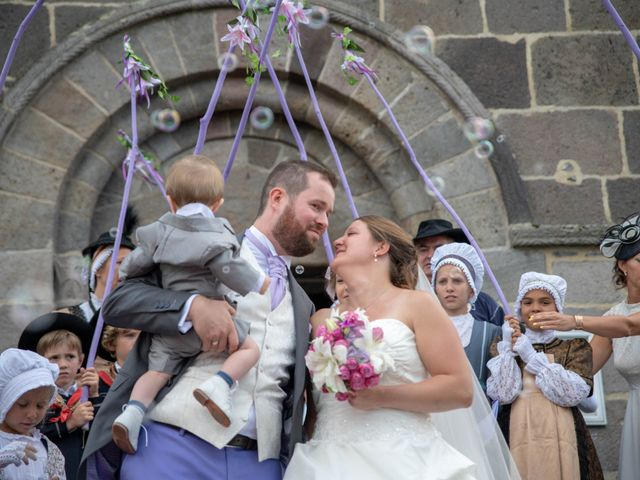 Le mariage de Valentin et Stéphanie à Pléaux, Cantal 21