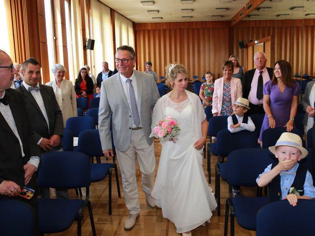 Le mariage de Cédric et Elodie à Manéhouville, Seine-Maritime 15