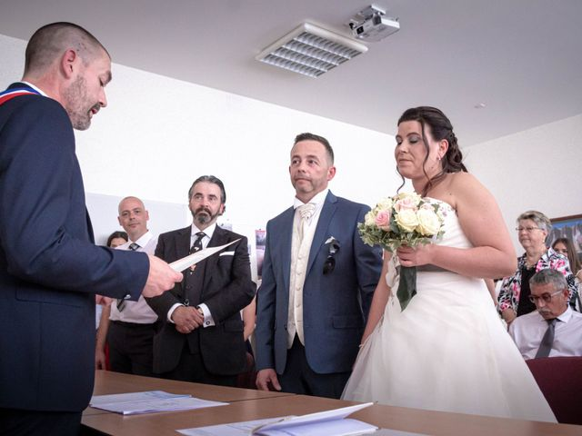 Le mariage de Franck et Laura à Pugey, Doubs 9
