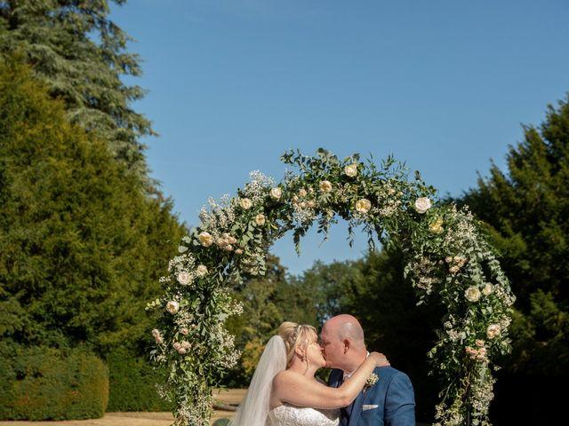 Le mariage de Oliver et Sarah à Angoulême, Charente 3