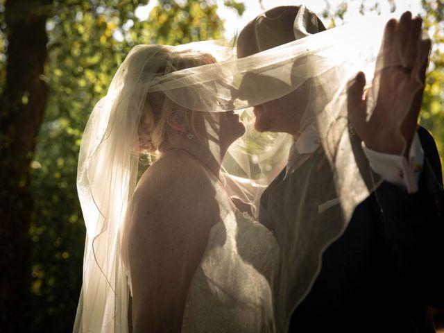 Le mariage de Oliver et Sarah à Angoulême, Charente 8