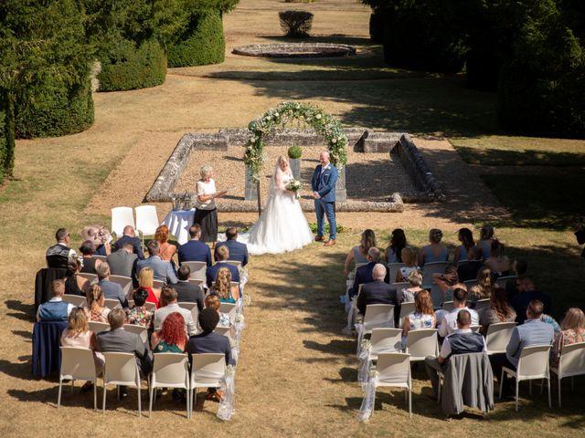 Le mariage de Oliver et Sarah à Angoulême, Charente 47