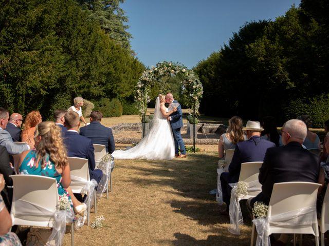 Le mariage de Oliver et Sarah à Angoulême, Charente 53