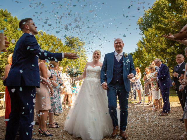 Le mariage de Oliver et Sarah à Angoulême, Charente 54
