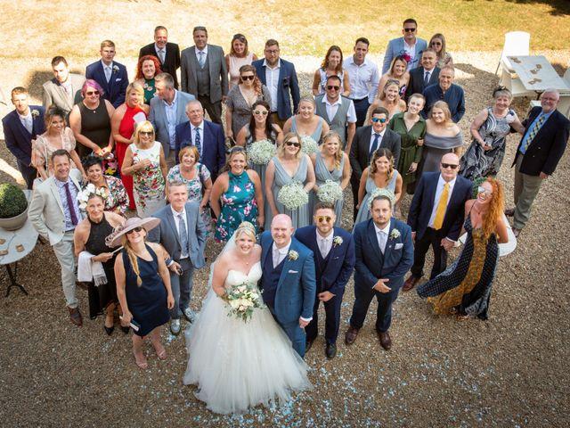 Le mariage de Oliver et Sarah à Angoulême, Charente 57