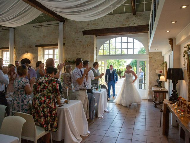 Le mariage de Oliver et Sarah à Angoulême, Charente 64