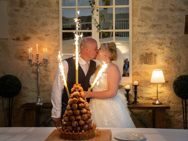 Le mariage de Oliver et Sarah à Angoulême, Charente 72