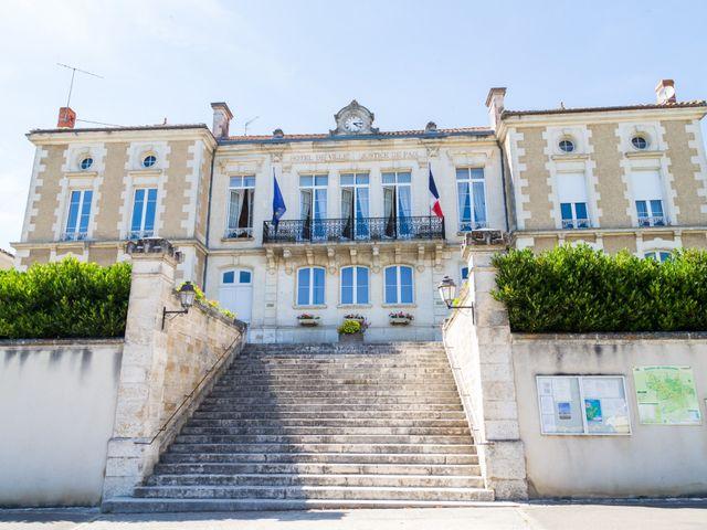 Le mariage de Yannick et Aline à Montignac-Charente, Charente 51