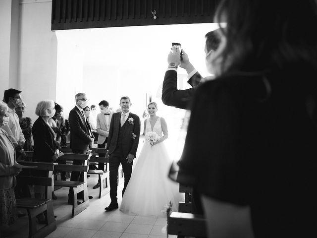 Le mariage de Alban et Lucie à Gaillon, Eure 23
