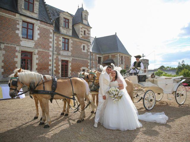 Le mariage de Esin et Jessy à Vendôme, Loir-et-Cher 32