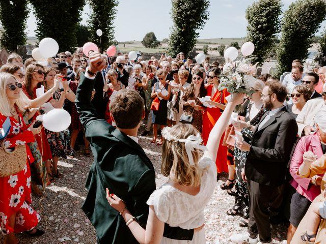Le mariage de Vincent et Caroline à Heugueville-sur-Sienne, Manche 43