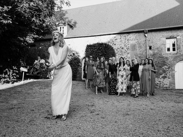 Le mariage de Vincent et Caroline à Heugueville-sur-Sienne, Manche 56