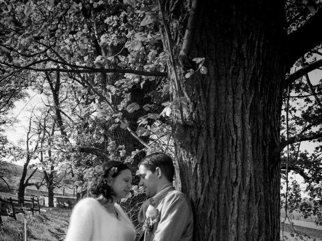 Le mariage de Rémi et Caroline à Saint-Martin-la-Plaine, Loire 48