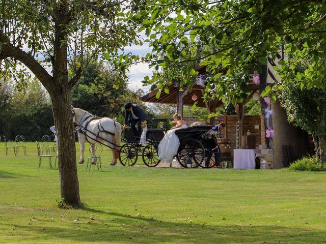 Le mariage de Charly et Pauline à Saint-Ouen-du-Mesnil-Oger, Calvados 24