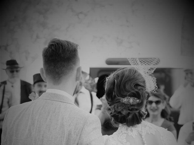 Le mariage de Emmanuel et Chloe à Saint-Gilles, Gard 11