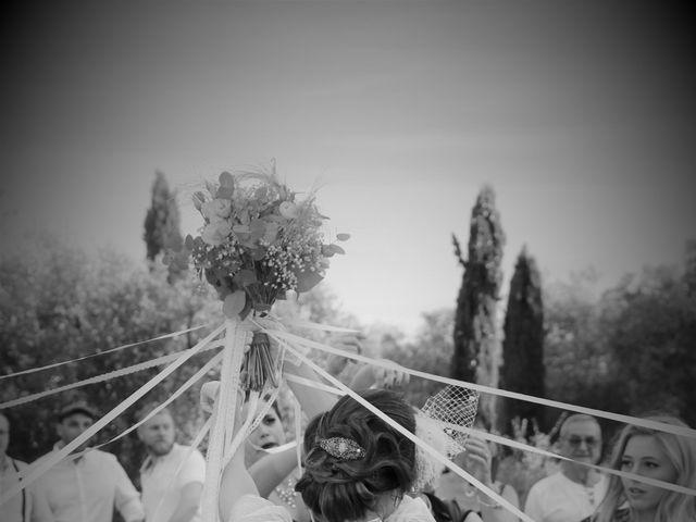 Le mariage de Emmanuel et Chloe à Saint-Gilles, Gard 13