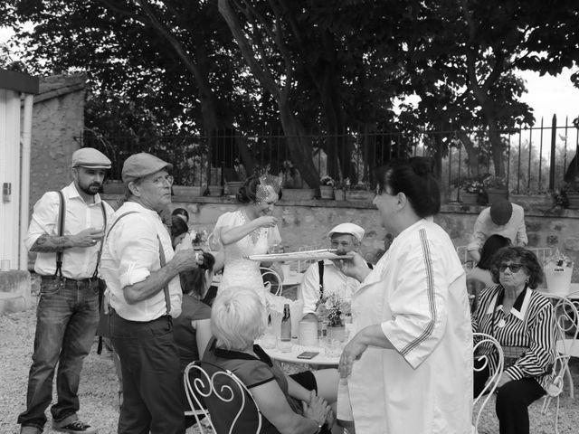 Le mariage de Emmanuel et Chloe à Saint-Gilles, Gard 16