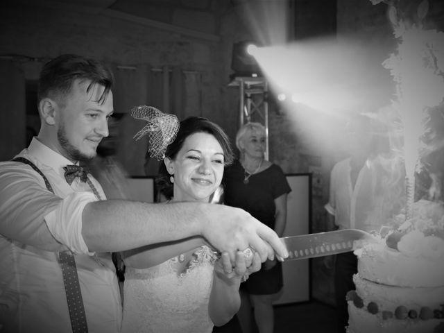 Le mariage de Emmanuel et Chloe à Saint-Gilles, Gard 17