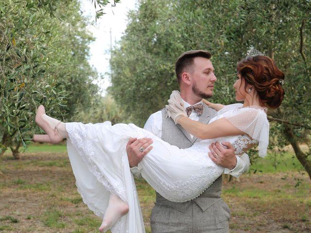 Le mariage de Emmanuel et Chloe à Saint-Gilles, Gard 21