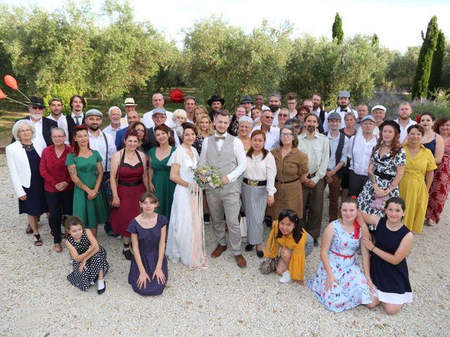 Le mariage de Emmanuel et Chloe à Saint-Gilles, Gard 22
