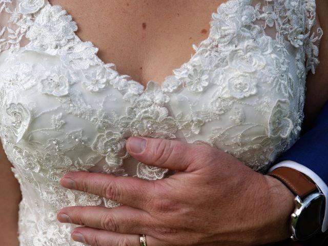 Le mariage de Fabien et Lauriane à Ambarès-et-Lagrave, Gironde 32