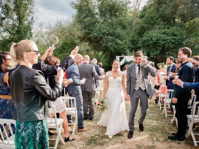 Le mariage de Grégoire et Glynnis à Ennordres, Cher 10