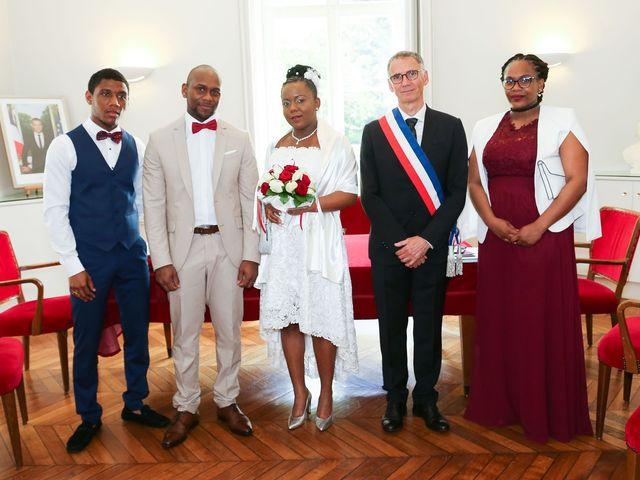 Le mariage de Anselme et Célia à Saint-Germain-lès-Corbeil, Essonne 37