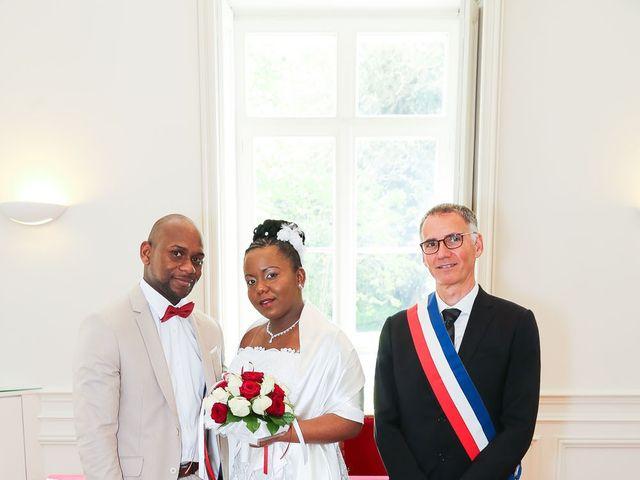 Le mariage de Anselme et Célia à Saint-Germain-lès-Corbeil, Essonne 38
