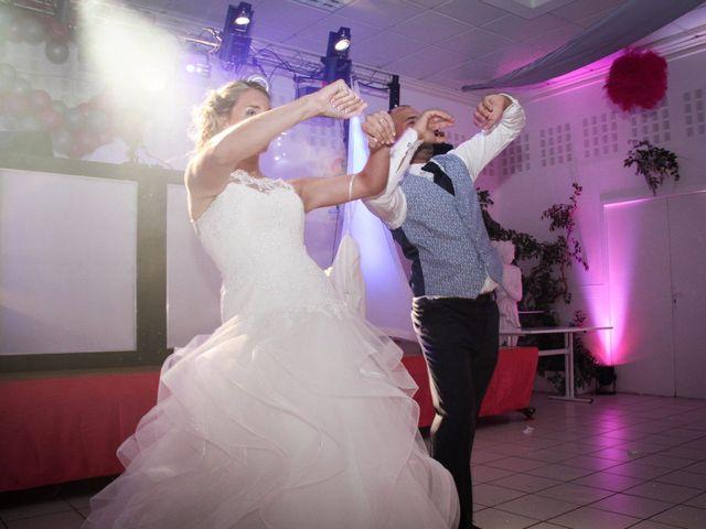 Le mariage de Julien et Aurélie à Muids, Eure 15