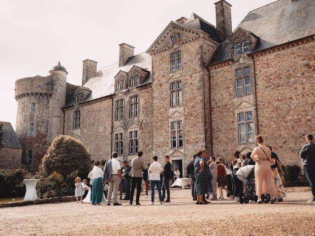 Le mariage de Élodie et Pierre à Crosville-sur-Douve, Manche 10