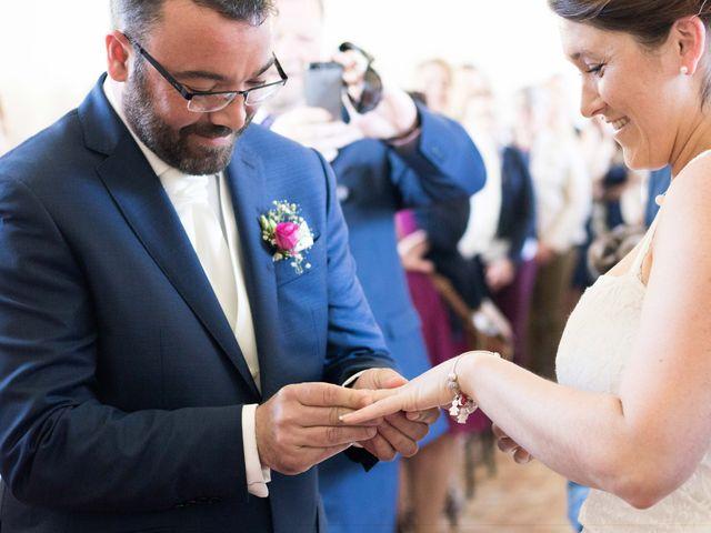 Le mariage de Robin et Marine à Le Mesnil, Manche 23