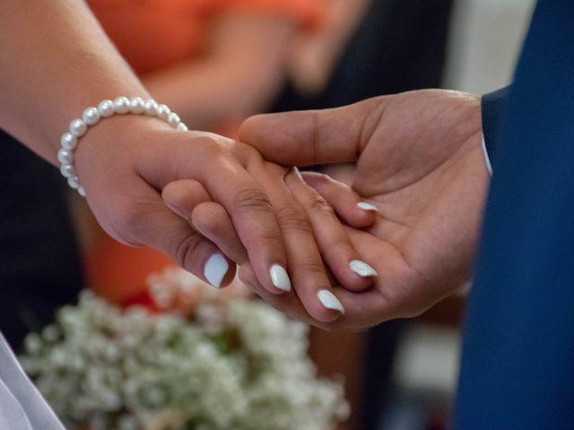 Le mariage de Marine et Valentin à Giffaumont-Champaubert, Marne 16