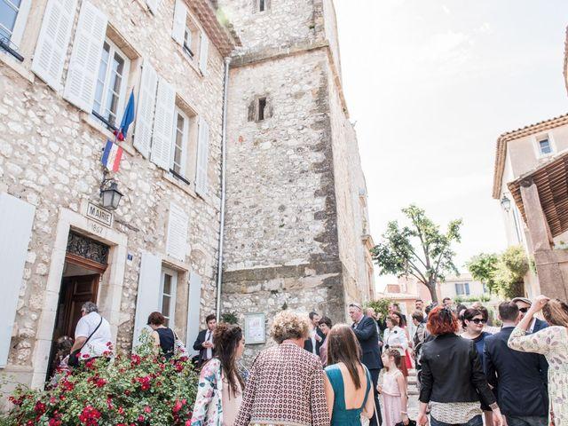 Le mariage de Benjamin et Caroline à Ventabren, Bouches-du-Rhône 3