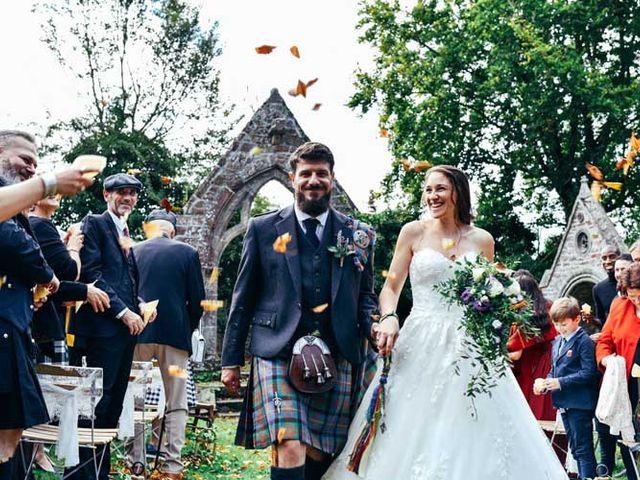 Le mariage de Anthony et Laura à Plouha, Côtes d'Armor 17