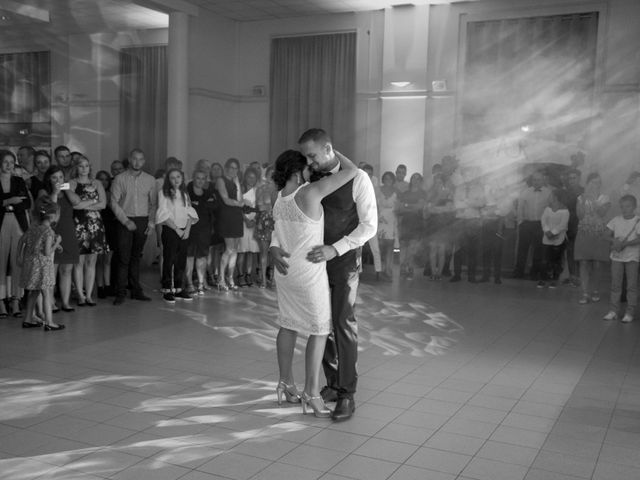 Le mariage de Romain et Amandine à Esquerdes, Pas-de-Calais 10