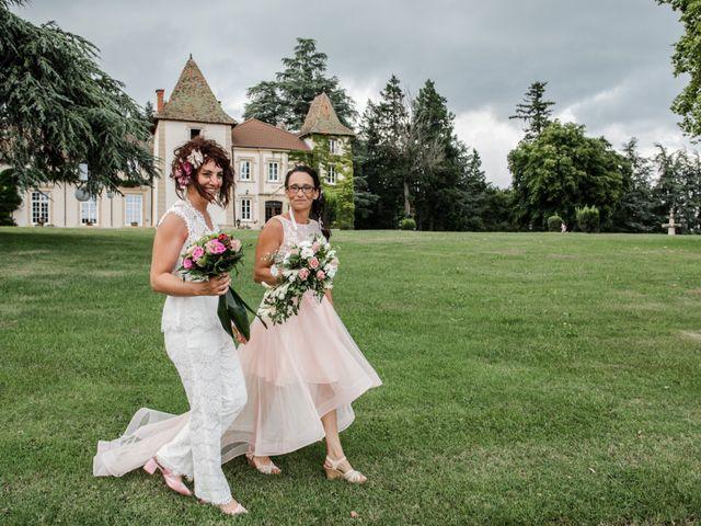 Le mariage de Sophie et Caroline à Cordelle, Loire 1