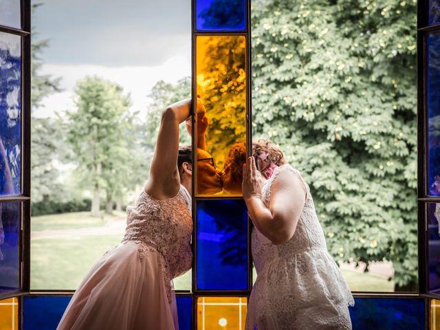 Le mariage de Sophie et Caroline à Cordelle, Loire 12