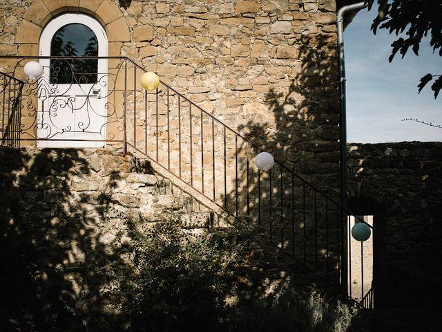 Le mariage de Basil et Lisa à Poët-Célard, Drôme 2