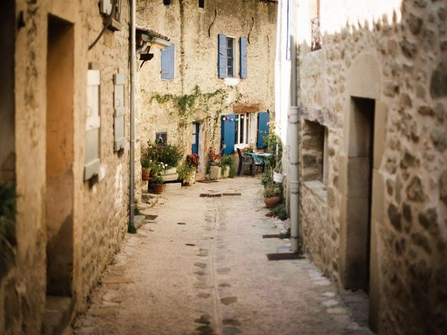 Le mariage de Basil et Lisa à Poët-Célard, Drôme 4