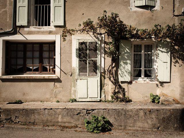 Le mariage de Basil et Lisa à Poët-Célard, Drôme 46