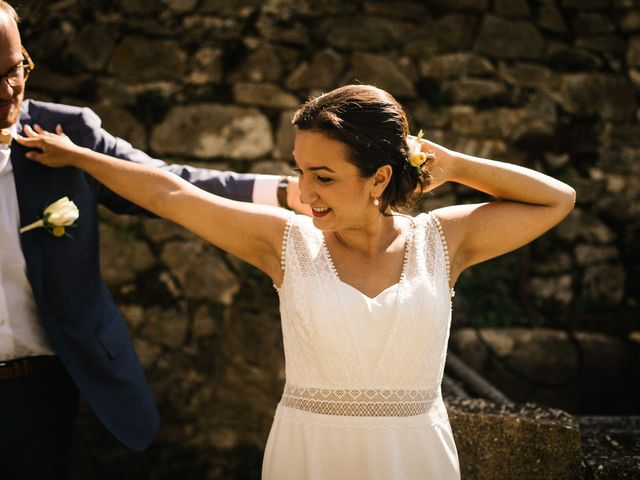 Le mariage de Basil et Lisa à Poët-Célard, Drôme 53