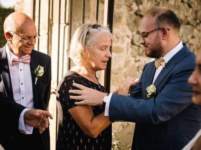 Le mariage de Basil et Lisa à Poët-Célard, Drôme 77