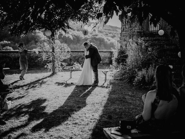 Le mariage de Basil et Lisa à Poët-Célard, Drôme 85