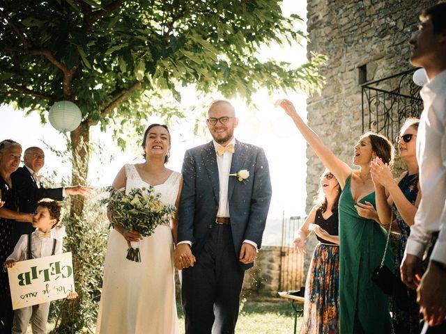 Le mariage de Basil et Lisa à Poët-Célard, Drôme 89