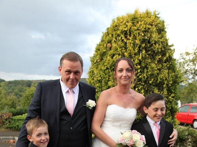 Le mariage de Alex et Annaïck à Busy, Doubs 3