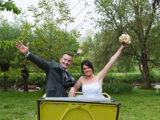 Le mariage de Jean et Elodie à Coulonges-sur-l'Autize, Deux-Sèvres 12