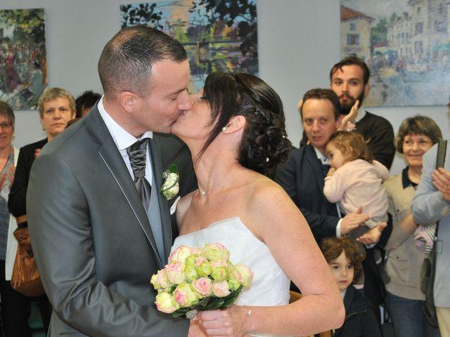 Le mariage de Jean et Elodie à Coulonges-sur-l'Autize, Deux-Sèvres 21